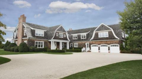 Stalker Takes Week-Long Vacation at Jennifer Lopez's $10 Million Hamptons Spread (and Facebooks About It) | StyleCaster