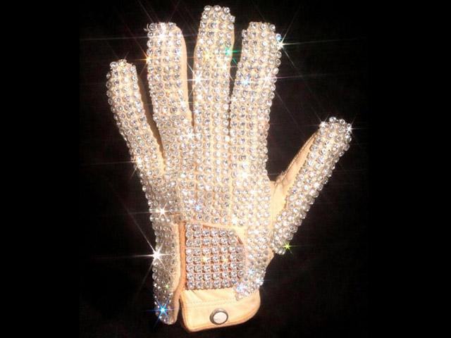michaelglove Michael Jacksons Glove Sells For $350,000