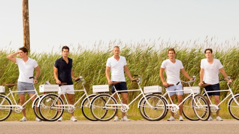 Stuff We Love: Mr Porter Delivering Newspapers In the Hamptons Via Male Models | StyleCaster