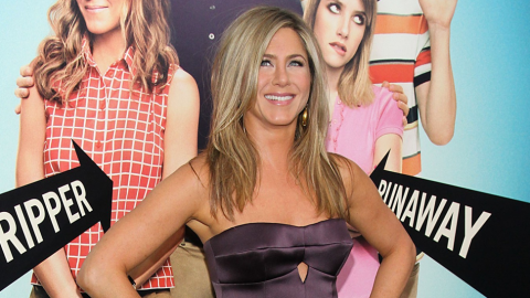 Jennifer Aniston With No Makeup: Star Poses for All-Natural Instagram Picture   StyleCaster