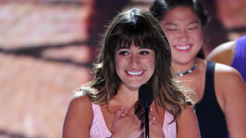 Lea Michele Wears Oscar de la Renta, Honors Cory Monteith at Teen Choice Awards | StyleCaster