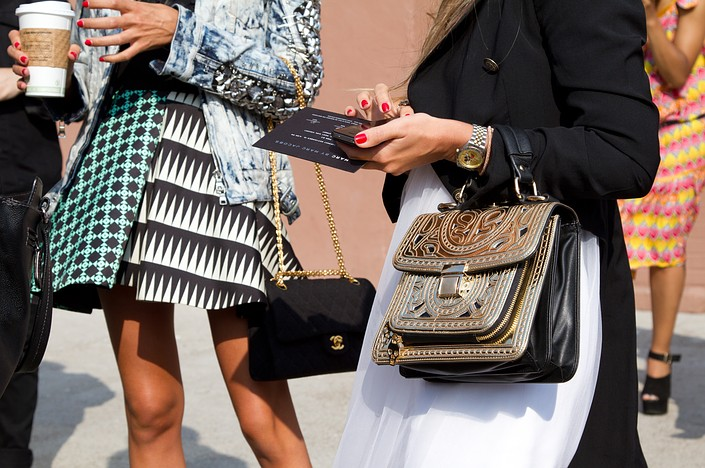 chic statement bags street style