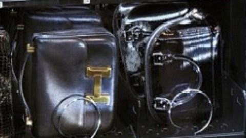 A Designer Handbag Vending Machine? Believe It   StyleCaster
