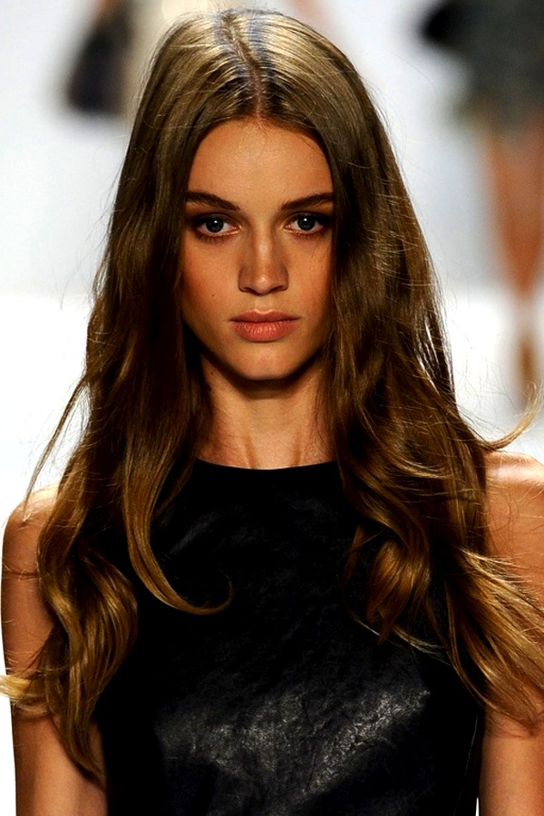 Curling Iron 101: Learn How To (Really) Use The Tool In Under a Minute