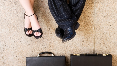 4 Huge Mistakes to Avoid When Dating a Coworker   StyleCaster
