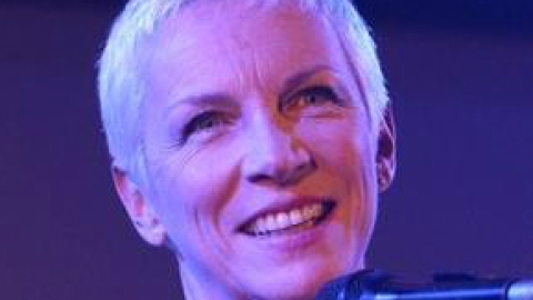 Annie Lennox Takes A Not-So Subtle Jab At Miley Cyrus On Facebook | StyleCaster