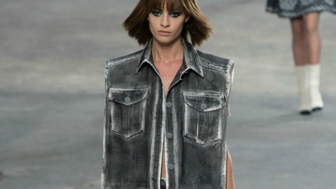 Chanel Spring 2014: Karl Lagerfeld Walked a Whopping 106 Looks Down The Runway   StyleCaster
