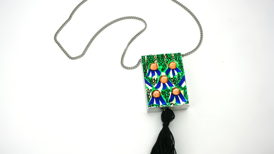 Steal Her Style: D.I.Y. a Tory Burch Necklace   StyleCaster