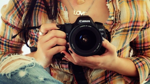 The Science Behind Why People Don't Like How They Look In Photos | StyleCaster