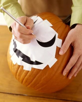 la102021 1006 trace03 vert How To Carve a Pumpkin (In Five Steps)