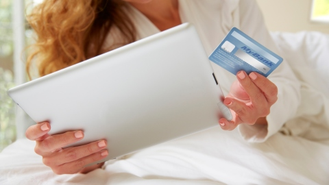 Shockingly Few People Actually Shop Online, According to One New Survey | StyleCaster
