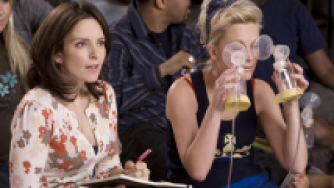 Rejoice: Tina Fey And Amy Poehler Will Host The 2014 Golden Globes | StyleCaster