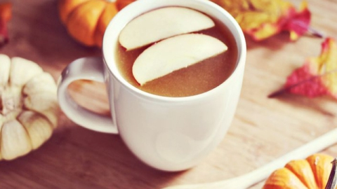 Weekend Cocktail: Emeril Lagasse's Hot Apple Cider With Rum | StyleCaster