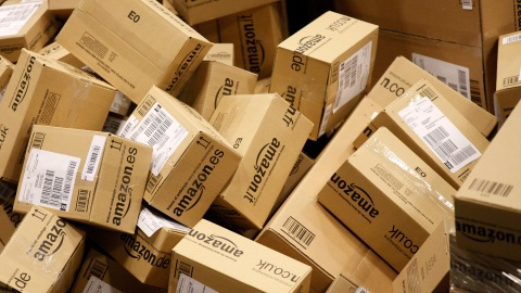 You Can Now Receive Packages on Sunday, Thanks to Amazon and the USPS | StyleCaster