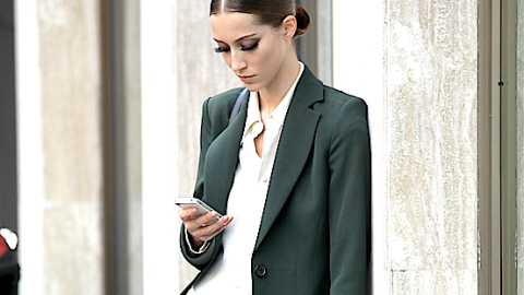 The One Time You Shouldn't Text Your Boyfriend   StyleCaster