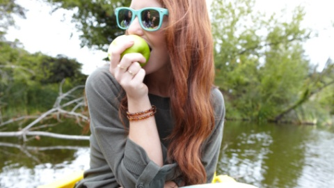 How To Really Eat Apples (Because We've All Been Doing It Wrong) | StyleCaster