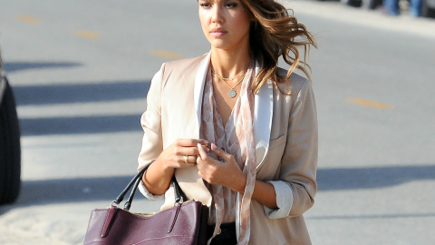 Steal Her Style: Where to Get Jessica Alba's Chic Oxblood Tote | StyleCaster