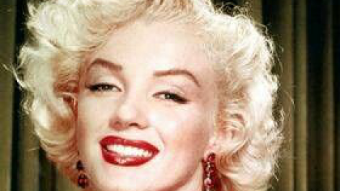 OMG: The X-Rays Proving Marilyn Monroe Had Plastic Surgery Sold at Auction for More Than $25,000 | StyleCaster