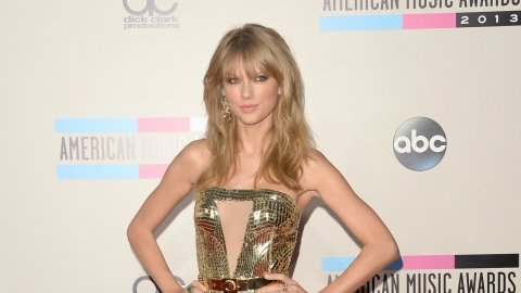 The 15 Best Looks From The American Music Awards | StyleCaster
