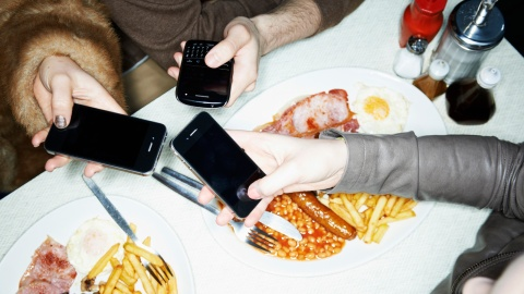 Why You Should Put Your Phone Away   StyleCaster