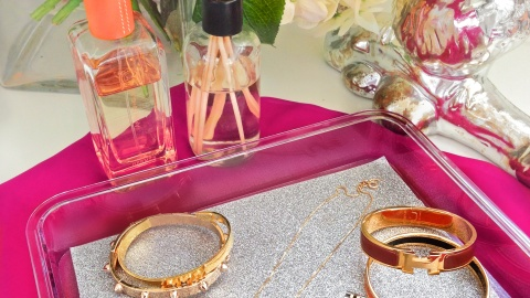 The Easiest (And Prettiest) Holiday Gift Ever: This DIY Glitter Tray | StyleCaster