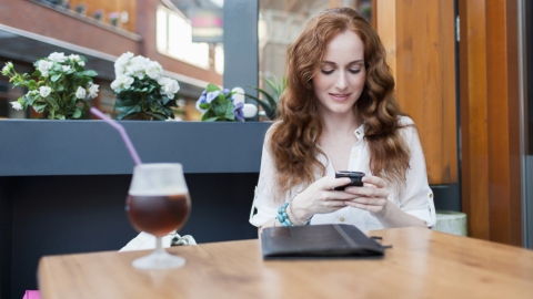 Here's How Often We're On Our Phones | StyleCaster