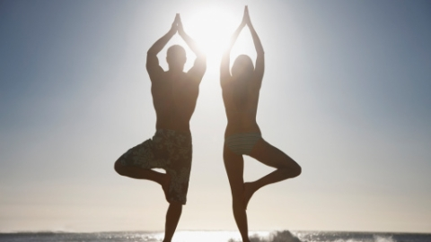 Co-ed Naked Yoga Now Exists | StyleCaster