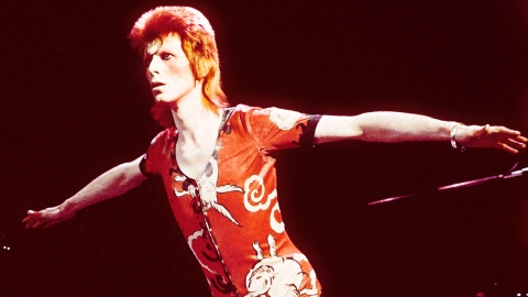 How Stars Are Remembering David Bowie | StyleCaster