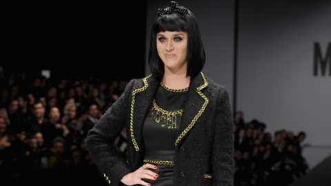 Katy Perry Booed on the Runway | StyleCaster