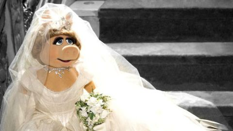 See Miss Piggy's Couture Wedding Gown! | StyleCaster