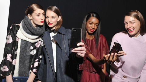 Selfies Being Blamed for Head Lice | StyleCaster