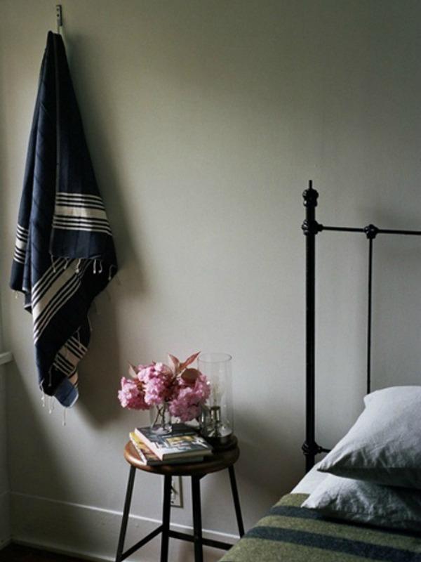 0f2e69df38a311815cdce7ed31a3f3f8 7 Genius Things To Use as a Bedside Table