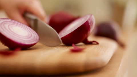 How To Chop Onions Without Crying | StyleCaster