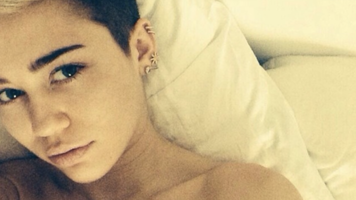20 Celebrities Who Love Posting Instagram Pictures From Their Bed