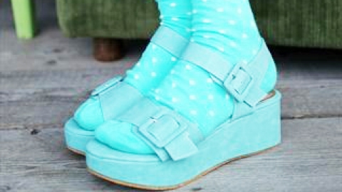 10 Ways to Rock Socks and Sandals | StyleCaster