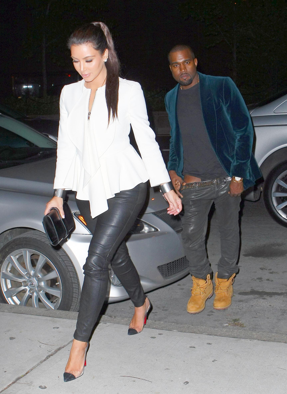 Kim Kardashian and Kanye West Arrive at Kanye's Apartment After Dinner