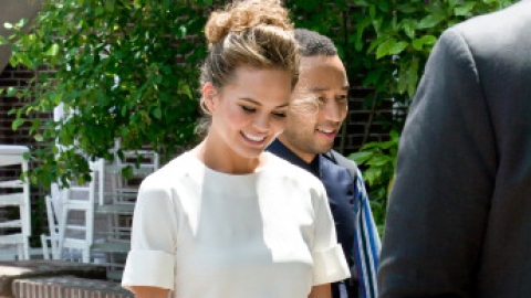 Why Is Chrissy Teigen Barefoot? | StyleCaster