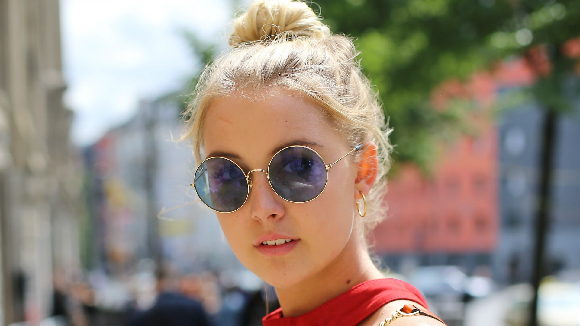 Gorgeous Summer Hairstyles That Hide Frizzy Hair