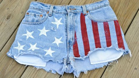 How to DIY American Flag Cutoffs | StyleCaster