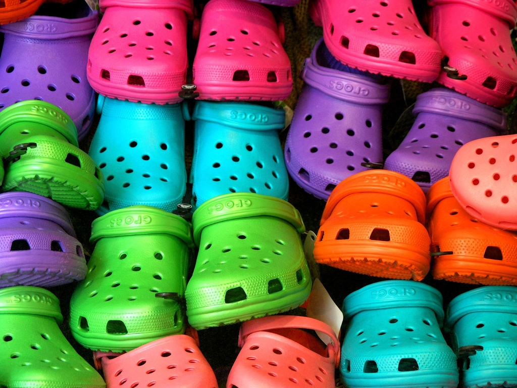 crocs closing stores laying off employees
