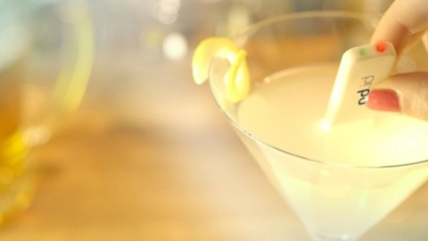 New Gadget Detects Spiked Drinks | StyleCaster