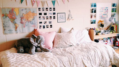 25 Of The Most Well Designed Dorm Rooms Perfect For Decor Inspiration Stylecaster