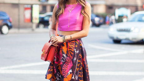 30 Perfect Outfits That Combine Crop Tops and Midi Skirts