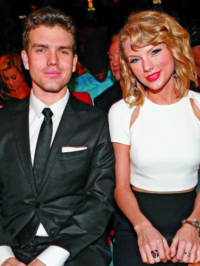 taylor swift1 The Hottest Celebrity Brothers in Hollywood