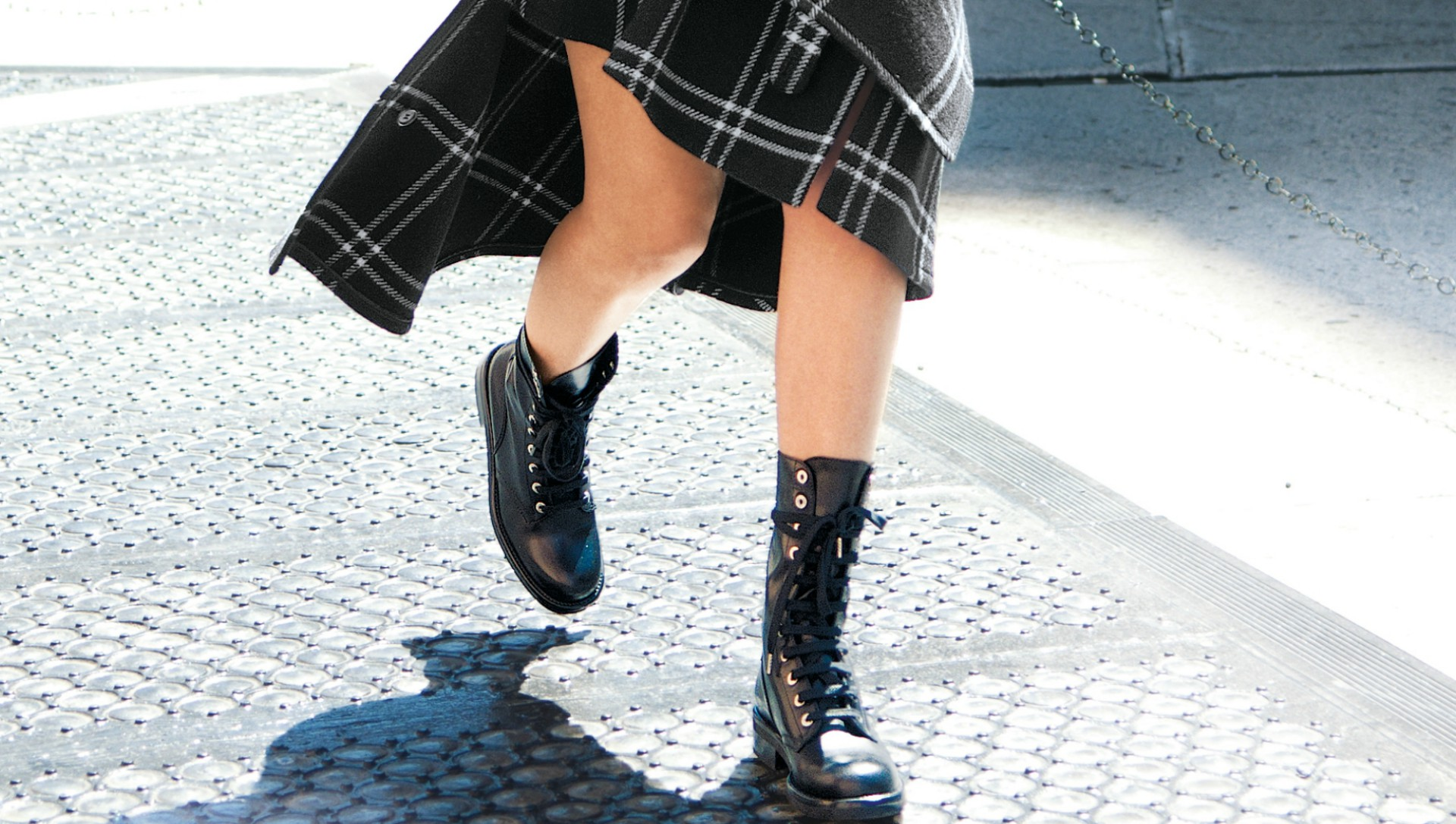 25 Street Style Stars Model Exactly How to Wear Combat Boots for Fall