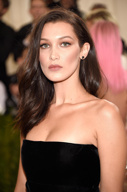 bella hadid makeup contour highlight slimmer face