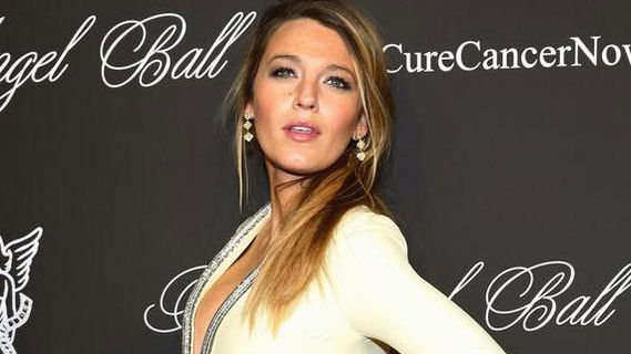 Pregnancy Really Agrees With Her: Blake Lively Looks Amazing in Skin-Tight Gucci Gown