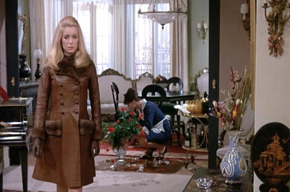 Catherine-Deneuve_Belle-de-Jour_leather-coat-apartment-mid.bmp