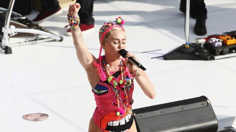 Miley's New Move: The Nae Nae | StyleCaster