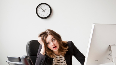 7 Workplace Habits You Think are Great  | StyleCaster
